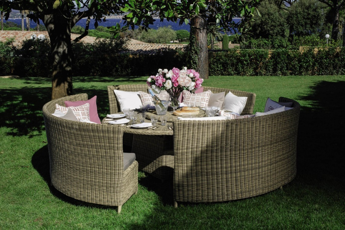 b2ap3_large_OKA-Orseno-Outdoor-Table-Set-1-1140x7601